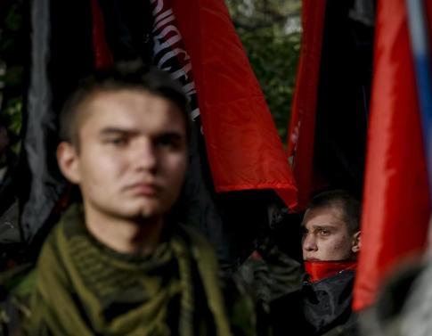 Miembros del Sector de Derechas durante una marcha de grupos de extrema derecha, entre ellos Svoboda, en Kiev (Reuters)